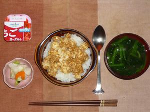 麻婆豆腐丼,キャベツの漬物,ほうれん草のおみそ汁,ヨーグルト