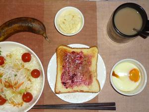 ブルーベリージャムトースト,サラダ,目玉焼き,マッシュポテト,コーヒー,バナナ