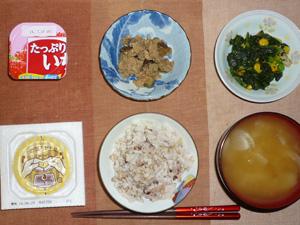 胚芽押麦入り五穀米,納豆,茄子とツナの炒め物,ほうれん草のソテー,玉葱のおみそ汁,ヨーグルト