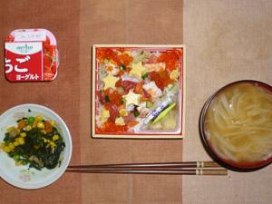 海鮮ちらし寿司,ほうれん草とミックスベジタブルのソテー,玉葱のおみそ汁,ヨーグルト