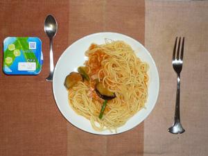 スパゲティ茄子とアスパラのトマトソース,ヨーグルト