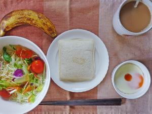ランチパック(ピーナッツバター),サラダ,目玉焼き,バナナ,コーヒー