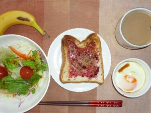 ブル―ベリージャムトースト,サラダ,目玉焼き,バナナ,コーヒー