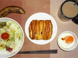 しっとりレーズン&カスタード,サラダ,目玉焼き,バナナ,コーヒー
