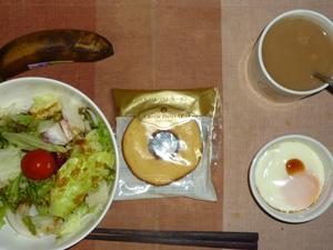 バウムクーヘン,サラダ,目玉焼き,バナナ,コーヒー
