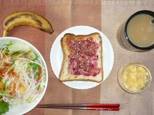 ブルベリージャムトースト,サラダ,ひき肉入りスクランブルエッグ,バナナ,コーヒー