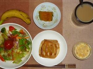 アップルパイ,サラダ,カボチャの煮物,ひき肉入りスクランブルエッグ,バナナ,コーヒー