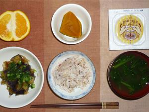 胚芽押麦入り五穀米,納豆,茄子と玉葱の炒め物,カボチャの煮つけ,ほうれん草のおみそ汁,オレンジ