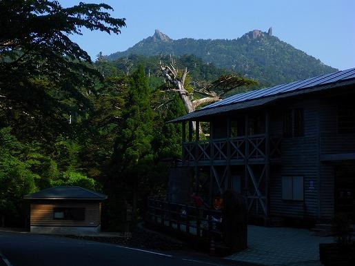 写真3 登山口より太忠岳