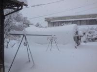 H260215雪でつぶれそうなハウス