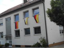 旗を飾る窓1