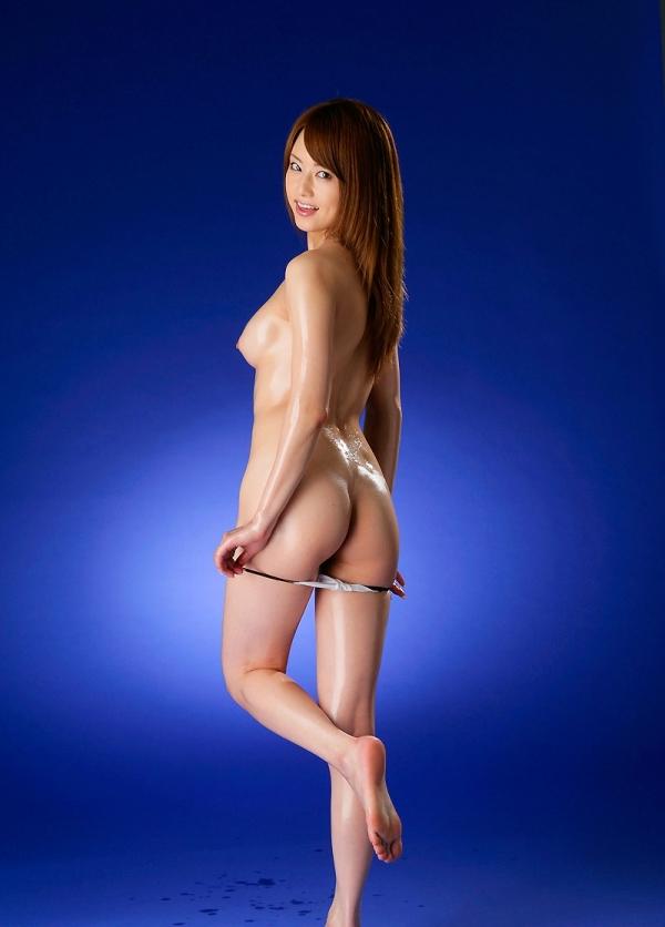 吉沢明歩 全身オイルでテカテカなヌード画像45枚の03番