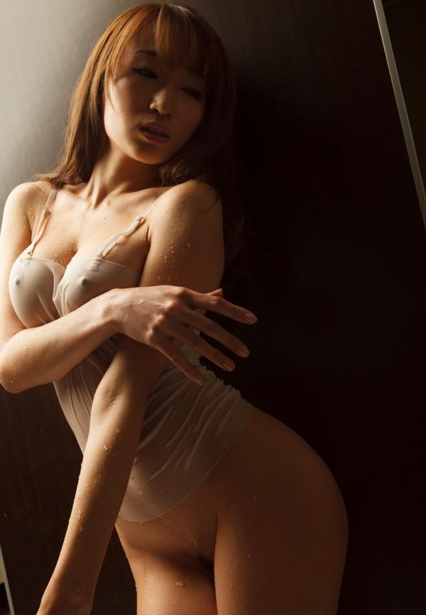 蓮実クレア 痴女系と呼ばれるスレンダー美女画像31枚の005枚目