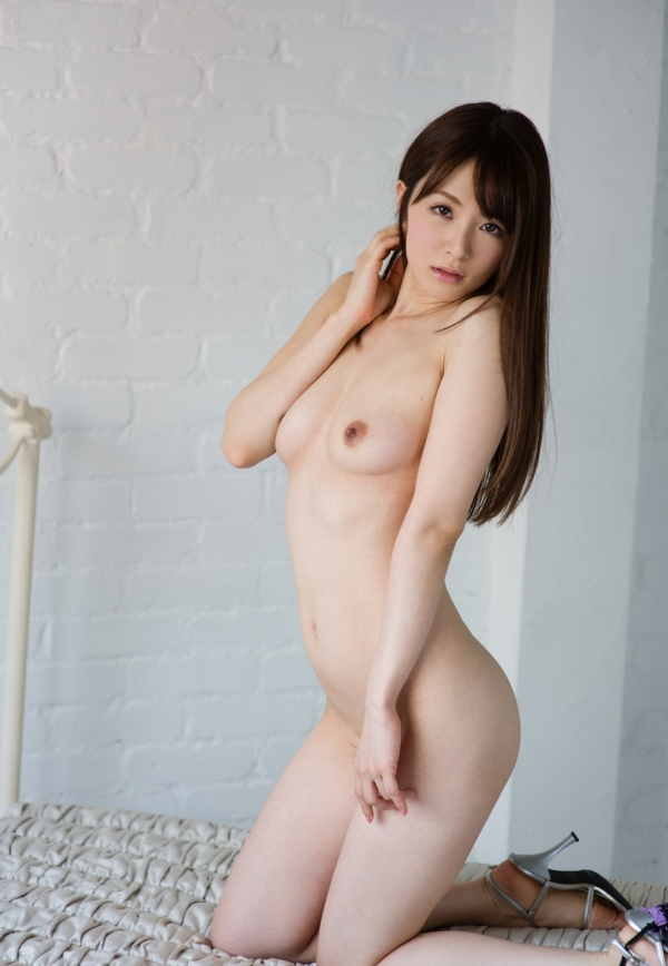 大橋未久 美脚のスレンダー美女ヌード画像40枚の1