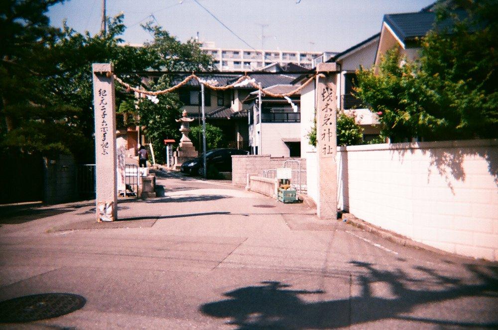 JAPAN OPTICSのConcord C180で撮った神社の門