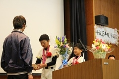 0323 監督へ花束