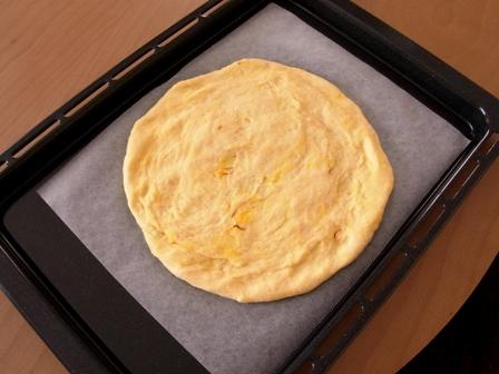 2種類のゴールデンスパイスピザ30分で簡単ピザ04