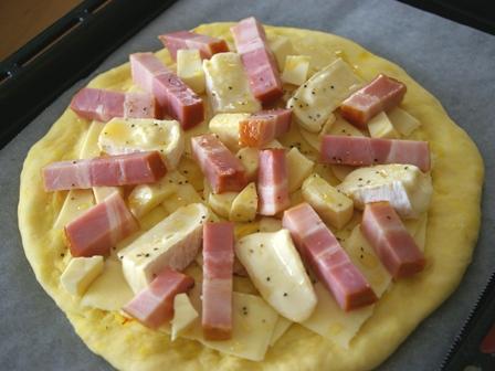 2種類のゴールデンスパイスピザ30分で簡単ピザ07