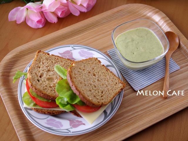 野菜とミルクの冷たいスープ