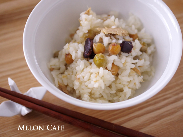 缶詰とめんつゆでつくる、豆とツナの超簡単ほくほく炊き込みご飯02