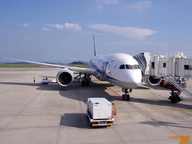 岡山空港は広い飛行機間近