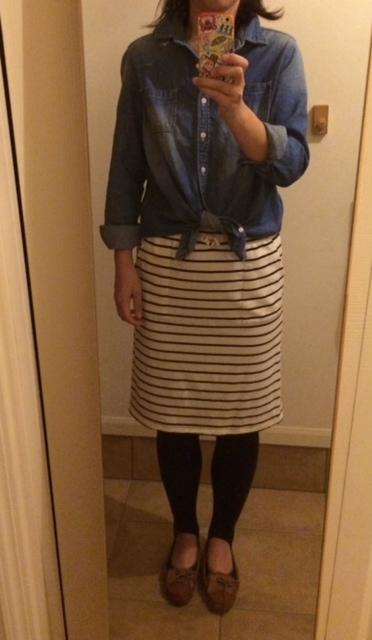 デニムカシュクールシャツ&ボーダースカートはスタジオクリップ、トレンカ&シューズは無印です。  デニムシャツはちょっと丈が長めなので、すっきり見せるために ...
