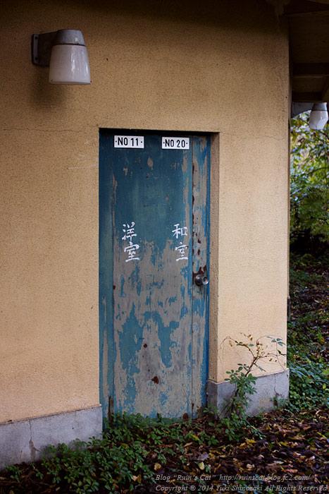 廃墟_円形ホテル「エノモト」_部屋の出入口アップ