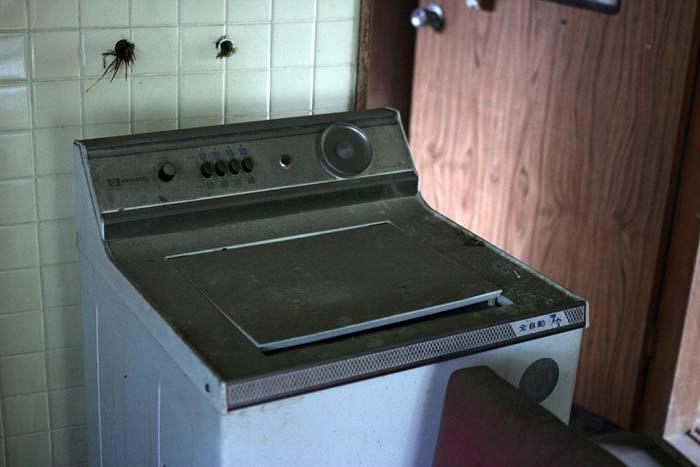 廃墟_円形ホテル「エノモト」_洗濯機