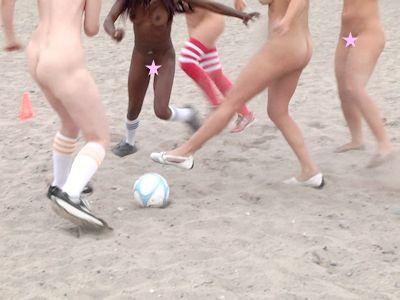 Naked News(ネイキッドニュース) ヌードサッカー 2