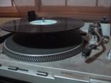 レコードのシングル盤の穴は、何故大きい?