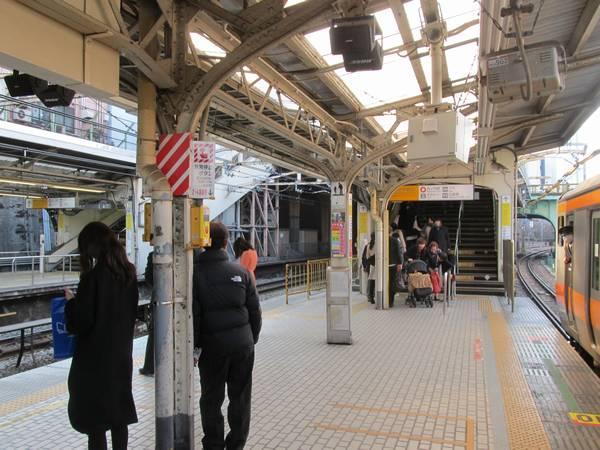 4/7以降使用停止となる御茶ノ水橋口側の階段。(着工前撮影)