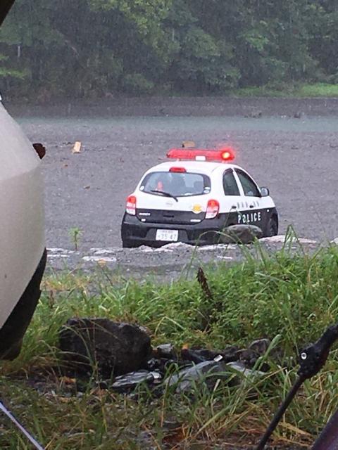 【悲報】DQNさん、洪水寸前の川でテントを貼ってしまう