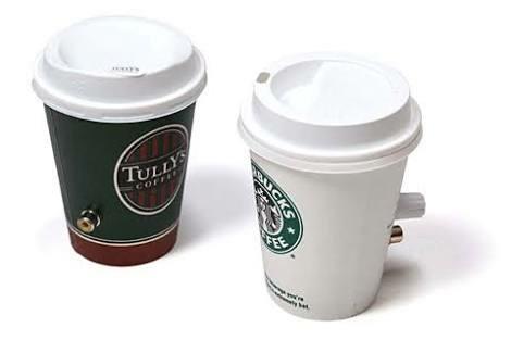 スタバで容器の空気穴みたいとこからコーヒー飲んでる奴いてワロタwwwwwww